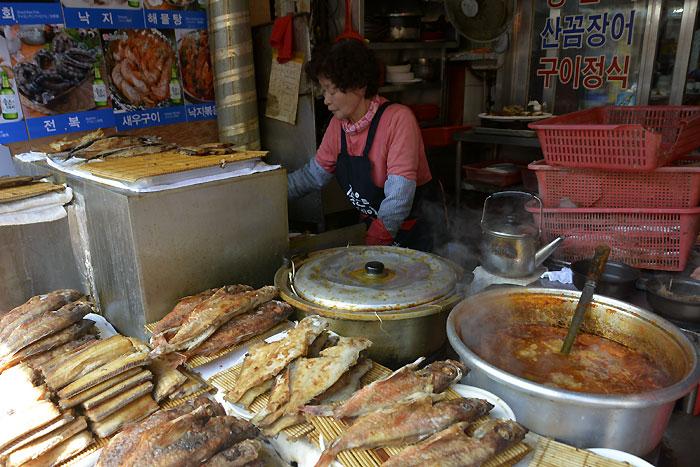 チャガルチ市場の焼き魚