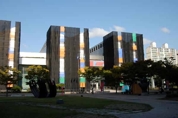 釜山市立美術館